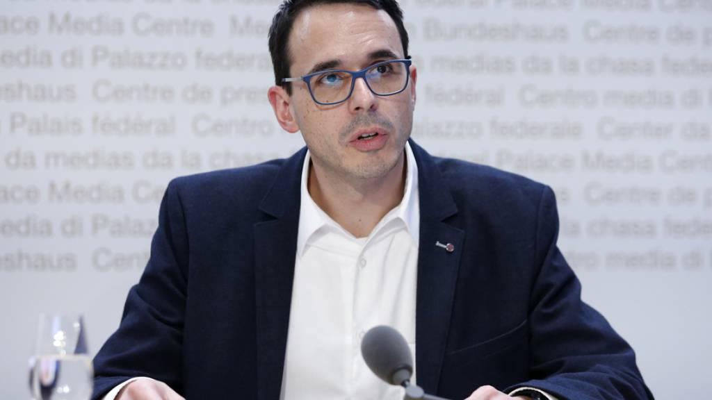 Stefan Kuster, Leiter Abteilung übertragbare Krankheiten beim BAG, zeigte sich am Dienstag vor den Medien «vorsichtig optimistisch». (Archivbild)