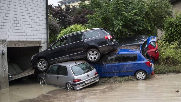 In Kradorf-Schönenberg riss das Wasser zahlreiche Fahrzeuge mit