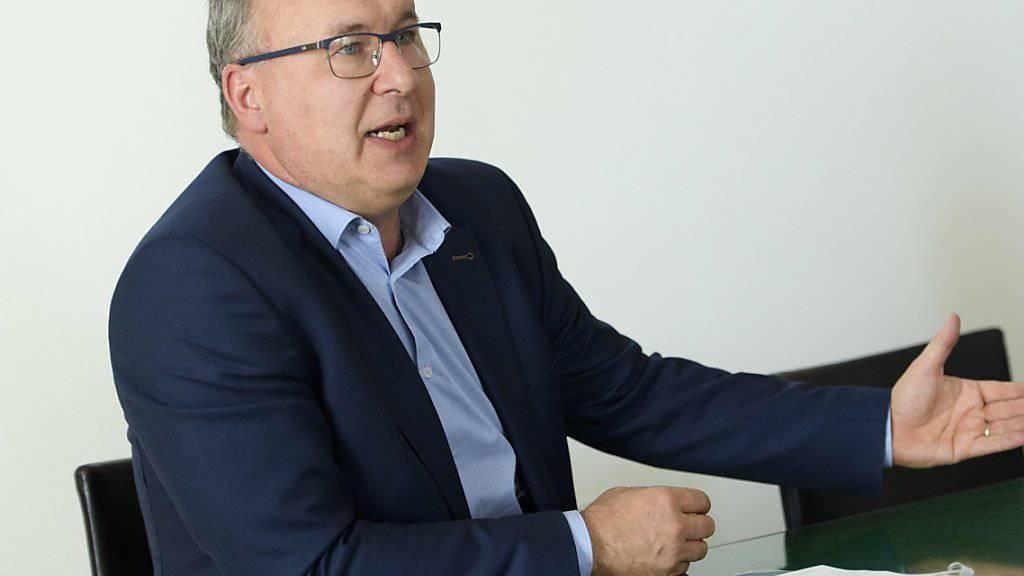 Der Waadtländer Finanzdirektor kritisiert die Einführung der Spitalfinanzierung und die vorübergehende Aufhebung des Zulassungsstopps für Ärzte heftig.