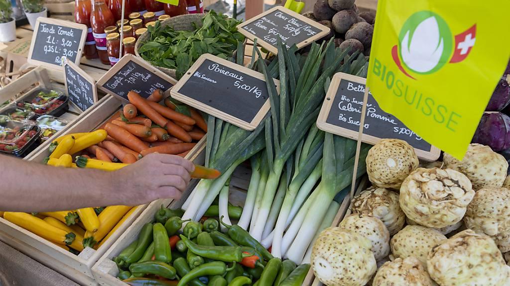 Bio-Lebensmittel sind in der Schweiz immer beliebter. (Archivbild)