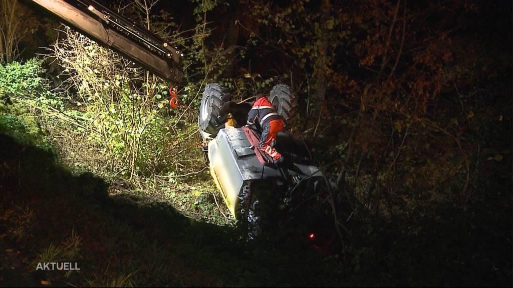Tonnenschwerer Unfall: Baumaschine stürzt Böschung hinunter