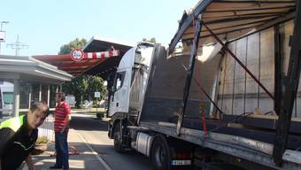 Der Lastwagen blieb beim Zoll Otterbach stecken