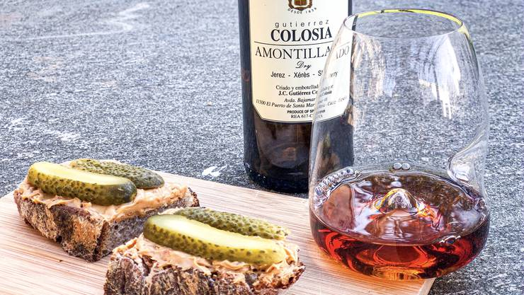 Ein Amontillado ist ein Sherry-Mix aus Fino und Oloroso: Dazu gibt's Erdnussbutterbrot mit Essiggurken. (zvg)