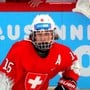 Für einmal im scheinenden Rampenlicht: Der Eishockeyspieler Andrin Locher durfte die Schweiz in Lausanne vertreten.