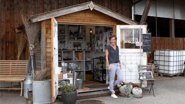 Petra Heim vor ihrer «Heimschmiede», dem wahrscheinlich kleinsten Hofladen in der Region.