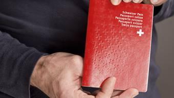 In Solothurn ist die Zahl der Einbürgerungsgesuche seit 2009 wieder rückläufig (Symbolbild)