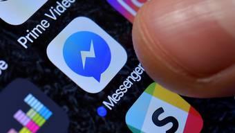 Die Regierungen der USA, Grossbritanniens und Australiens wenden sich gegen eine End-zu-End-Verschlüsselung von Messengerdienst-Nachrichten. Sie fordern Zugang für ihre Strafverfolgungsbehörden. Facebook hat dies abgelehnt. (Foto: Sascha Steinbach / EPA)