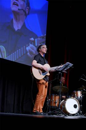 Der Solothurner Liedermacher Ruedi Stuber überzeugt mit einer Erstaufführung.