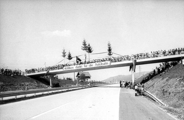 Als die Autobahn vor 50 Jahren eröffnet wurde, feierten die Kölliker und sie waren begeistert und dankbar. Sigfried Kuhn /StAAG/RBA4-3-11