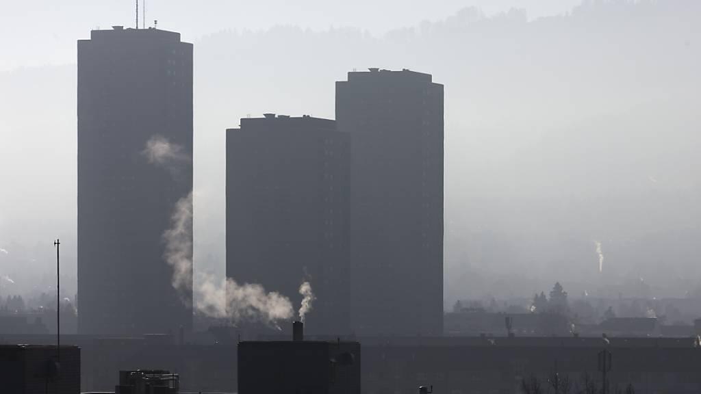 Gegen das neue CO2-Gesetz werden nun auch von Wirtschaftsverbänden Unterschriften gesammelt. (Themenbild)