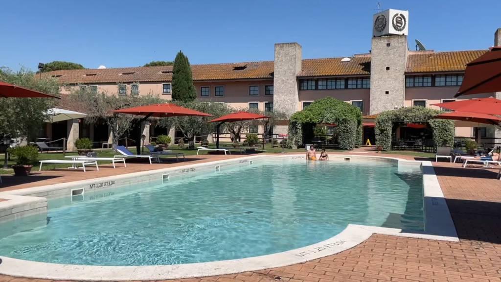 Töggelikasten, Golfplatz und ein Pool: So wohnt die Schweizer Nati in Rom
