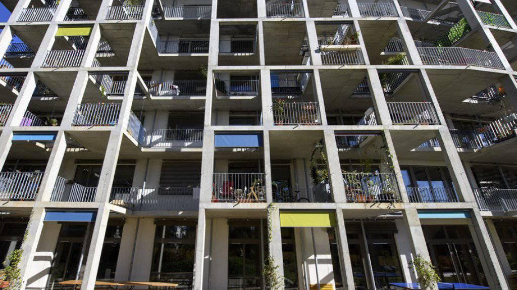 Rund 4,4 Millionen Wohnungen gibt es in der Schweiz, über die Hälfte davon befindet sich in den fünf bevölkerungsreichsten Kantonen. (Archivbild)