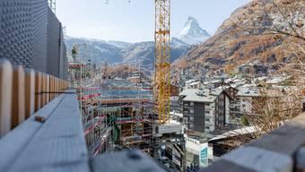 """Eindruecke der neuen Luxus-Chalet-Siedlung Seventh Heaven (""""7th Heaven"""") in Zermatt."""