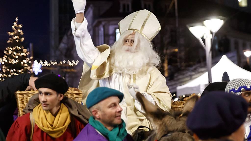 Rund 30'000 Menschen feiern St. Nikolaus in Freiburg