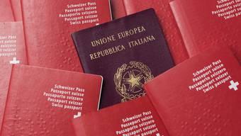 Ausländerinnen und Ausländer der dritten Generation können sich künftig in der ganzen Schweiz einfacher einbürgern lassen.