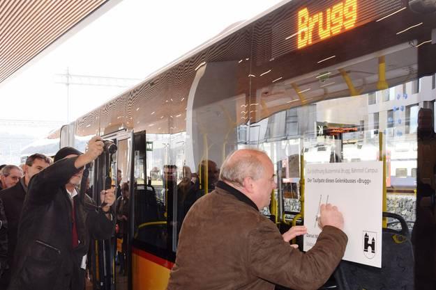 Der Brugger Stadtammann Daniel Moser ist Taufpate eines Gelenkbusses