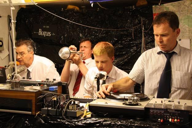 Das berühmte Ohnemeinensohnspielichkeinenton-Orchestra zelebriert die Dekonstruktion von Melodien der Beatles.