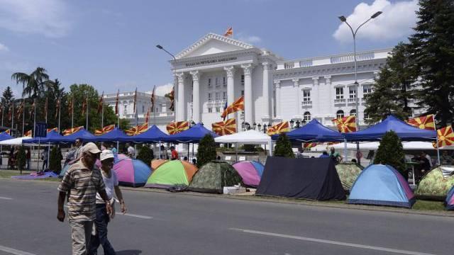 Zeltlager vor dem Regierungssitz in Skopje
