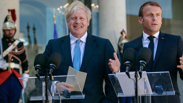 Der französische Präsident Emmanuel Macron (r) hat am Donnerstag in Paris nach einem Treffen mit Grossbritanniens Premierminister Boris Johnson Neuverhandlungen des britischen EU-Austrittsabkommens erneut eine Absage erteilt.