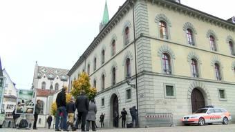 Darf eine 13-Jährige künftig mit Kopftuch in die Schule? Diese Frage beschäftigt jetzt das Verwaltungsgericht St.Gallen.