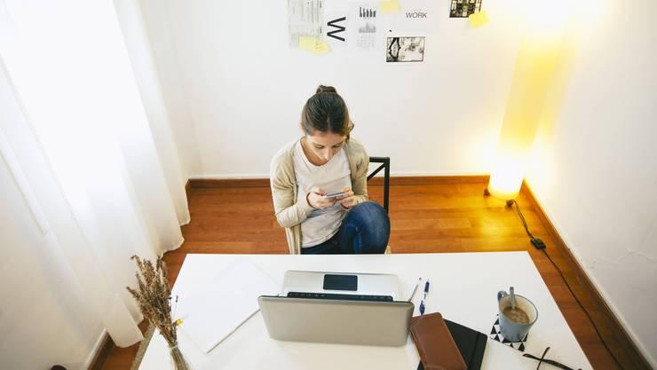 Viele Arbeitgeber wollen Homeoffice beibehalten und ihren Ruf bei den Arbeitnehmern verbessern. (Symbolbild)