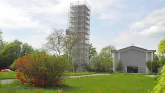 Bis Mariä Himmelfahrt soll der Turm in altem Glanz erstrahlen.