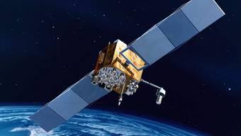 Ein GPS-Satellit hat eine mit den anderen Satelliten synchronisierte Atomuhr an Bord.