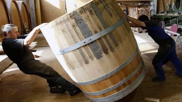 Schaukelt das Fass im Wasser, wird der Wein noch besser (Symbolbild)