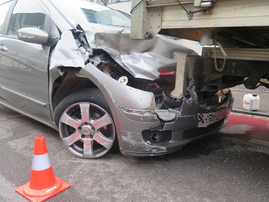 Als die beiden Lenker die Unfallstelle räumen wollten, fuhr die Frau nochmals in den Lieferwagen.