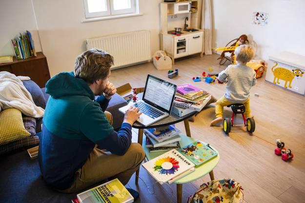 Angestellte haben Anspruch auf Erwerbsersatz, wenn die Fremdbetreuung ihrer Kinder nicht mehr gewährleistet ist.