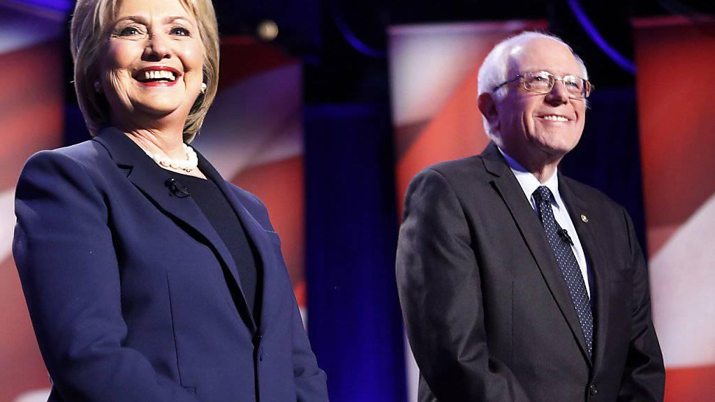 """Hillary Clinton baute am """"Super Tuesday"""" ihren Vorsprung aus, doch den demokratischen Mitbewerber Bernie Sanders konnte sie nicht entscheidend abhängen."""