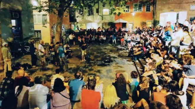 Auftritt der Soulmaniacs im Rosenhof: Ein Mitglied der Band wirft der Stadtpolizei Zürich übertriebene Repression gegen Strassenmusikanten vor. Foto: HO