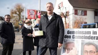 Die Allschwiler SVP bei der gestrigen Standaktion. Statt junger Talente geht der 64-jährige Roman Klauser auf Stimmenfang.