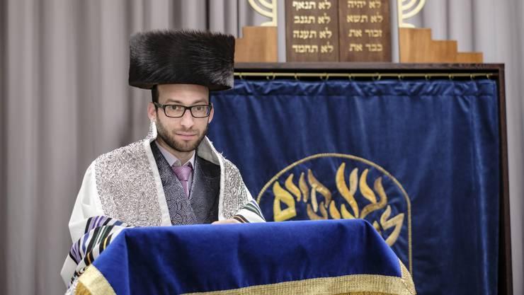 Wohl der einzige liberale Rabbiner auf der        Welt, der einen Shtreimel, einen Pelzhut, trägt: Akiva Weingarten, Rabbi der «Migwan»-Gemeinde Basel.