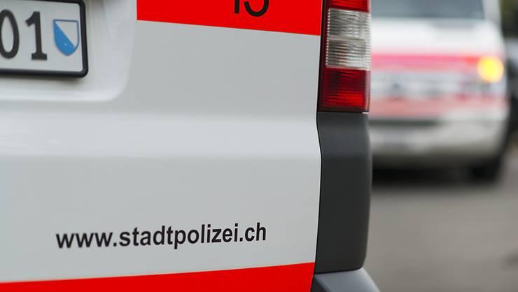 Bei der Durchsuchung des Gebäudes konnte ein mutmasslicher Täter in einem Lager entdeckt und verhaftet werden. (Symbolbild)