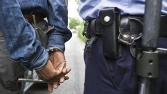 Der Georgier sass bereits in Belgien im Gefängnis, weil ihn die Polizei mit einem gefälschten Pass erwischt hatte. (Symbolbild)