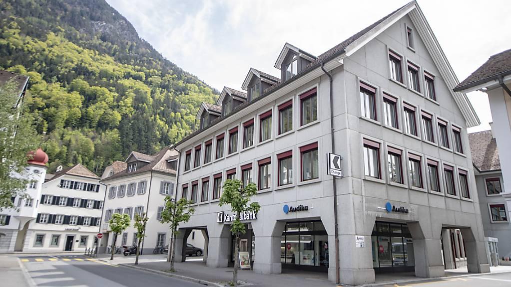 Teile der Urner Verwaltung sollen ab 2022 im Gebäude der Urner Kantonalbank in Altdorf untergebracht werden. (Archivbild)