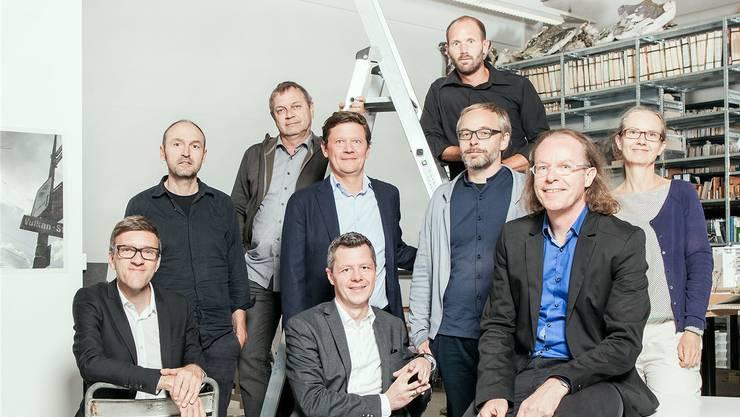 Die Gruppe «Bibergeil»: Rainer Zulauf und Martin Leder (links und rechts auf der Leiter ), Lukas Schweingruber, Thomas Schneider, Rolf Meier, Peggy Liechti (mittlere Reihe von links ), Andreas Graf, Beat Schneider, Lukas Zumsteg ( vordere Reihe von links ). Peter Hauser