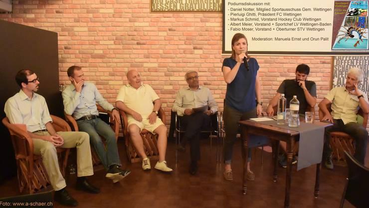 Podiumsteilnehmer und die Moderatoren Manuela Ernst & Orun Palit, Foto: André Schär
