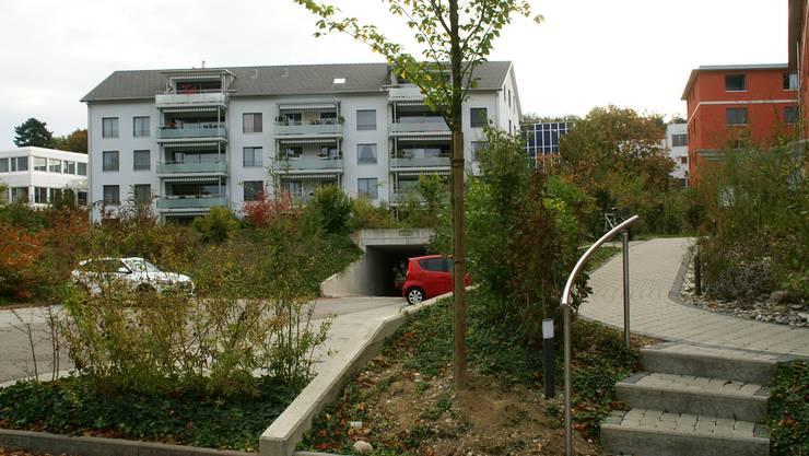 Roberstenstrasse Über der Tiefgarage hübsche Grünanlagen, Feuerwehrzufahrt unmöglich. ach