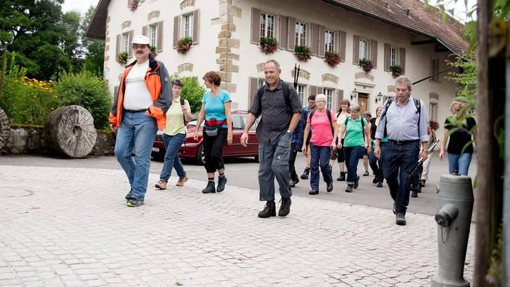 Eine der geführte Wanderung geht den Grenzen der Gemeinde nach.