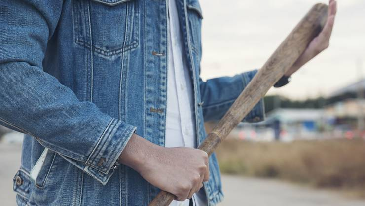 In ihrer schlankeren Variante, dem Baseball-Schläger, findet die Keule zumindest bei braunen Schlägerbanden bis heute Verwendung.  (Symbolbild)