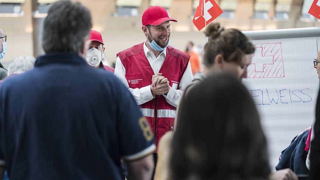 EDA hat bereits 2000 Reisende in die Schweiz zurückgeholt
