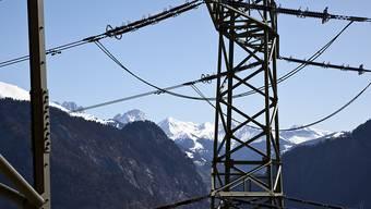 Der Strom könnte für Wirtschaft und Privathaushalte billiger werden: Der Bundesrat hat den Kapitalzinssatz für Stromnetze per 2017 gesenkt.
