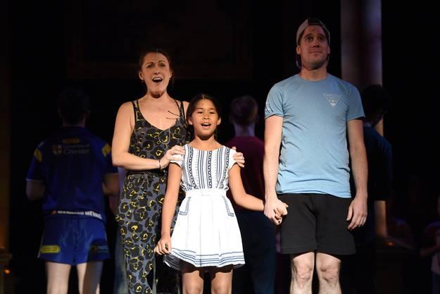 Die beiden Mädchen aus den beiden Basel singen im Musical Evita mit.