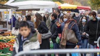 In Genf stecken sich mehr Menschen mit dem Coronavirus an als in anderen Landesteilen der Schweiz. Die Gründe dafür sind unklar.