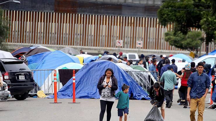 Rekordverdächtige 51'800 Flüchtlinge sind im November an der Grenze zwischen den USA und Mexiko am illegalen Grenzübertritt gehindert worden. Viele von ihnen sind in Tijuana gestrandet.