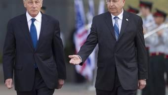 US-Verteidigungsminister Chuck Hagel (l.) und sein israelischer Amtskollege Mosche Jaalon (Archiv)
