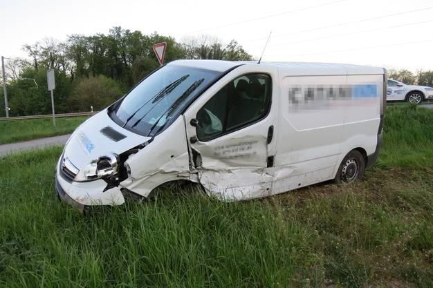 Die Automobilistin und der 24-jährige Lieferwagenfahrer wurden laut Angaben der Aargauer Kantonspolizei vom Donnerstag nur leicht verletzt.
