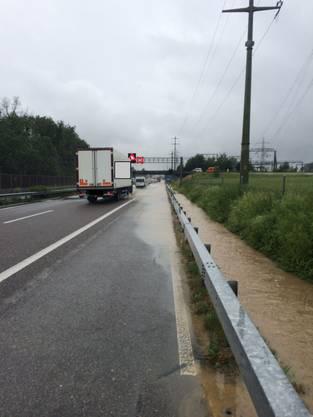 Regenwasser bremst auf A1 bei Oftringen Autofahrer aus